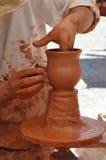 Mani di un vasaio, Spagna Immagini Stock