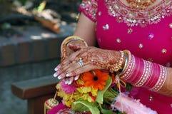 Mani di una sposa indiana Fotografia Stock