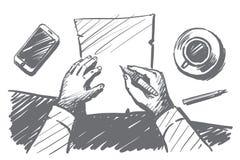 Mani disegnate a mano dell'uomo d'affari che fanno le note sulla carta Fotografia Stock