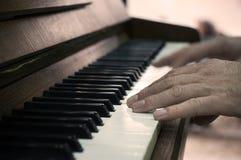 Mani e giocatore di piano Fotografia Stock Libera da Diritti