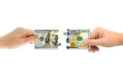 Mani e puzzle dei soldi Fotografie Stock Libere da Diritti