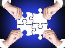 Mani e puzzle di affari Immagine Stock Libera da Diritti