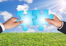 Mani e puzzle di affari Fotografia Stock