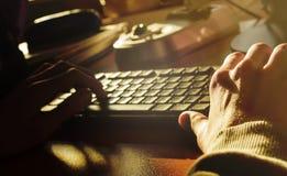 Mani e tastiera Fotografia Stock Libera da Diritti