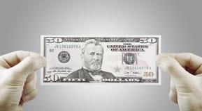 Mani maschii con i dollari Immagini Stock