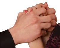 Mani maschii del ` s delle donne di abbraccio delle mani Immagine Stock