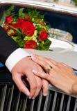 Mani operate di cerimonia nuziale Fotografie Stock Libere da Diritti