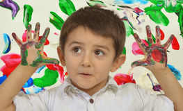 Mani in pittura fotografia stock