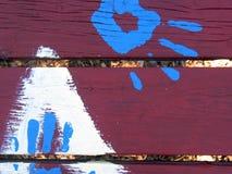 Mani rosse dell'azzurro della Tabella immagine stock