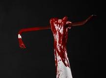 Mani sanguinose con un bastone a leva, gancio della mano, tema di Halloween, zombie dell'uccisore, fondo nero, bastone a leva iso Immagini Stock Libere da Diritti