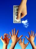 Mani sollevate che provano a raggiungere un dollaro Fotografie Stock Libere da Diritti