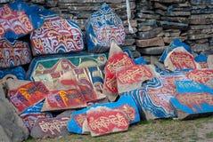 Mani Stones-muur van Tibetaans Boeddhisme stock afbeelding