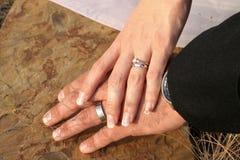 Mani sulla pietra Immagini Stock