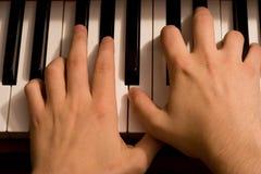 Mani sulla tastiera di piano Immagine Stock Libera da Diritti