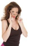 Mani superiori nere di vetro della donna su fotografia stock
