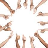 Mani umane che mostrano i pollici su nel cerchio Fotografia Stock