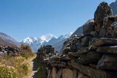 Mani Wall i den Langtang dalen, Langtang nationalpark, Rasuwa Dsitrict, Nepal Fotografering för Bildbyråer