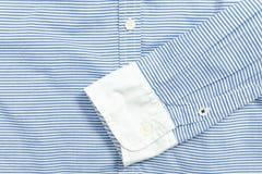 Manica della camicia a strisce blu e bianca dettaglio Fotografia Stock Libera da Diritti