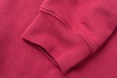 Manica della maglietta felpata rossa Immagini Stock