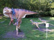 Manichini del dinosauro nel parco Immagini Stock Libere da Diritti