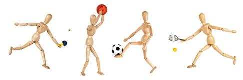 Manichini di legno che giocano gli sport immagine stock