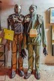Manichini nella maschera antigas ed in vestito di protezione chimica immagini stock libere da diritti