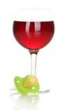 Manichino del bambino con la bevanda alcolica Fotografie Stock Libere da Diritti