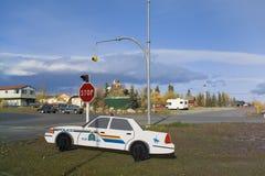 Manichino del volante della polizia, giunzione di Haines, Yukon, Canada Fotografia Stock