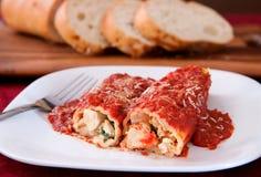 Manicotti und Brot Stockfoto