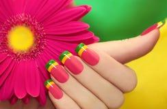 Manicura multicolora. Fotos de archivo