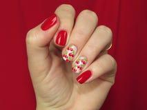 Manicura roja con las cerezas Imagen de archivo libre de regalías