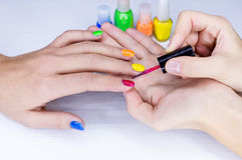 Manicure женщин стоковая фотография