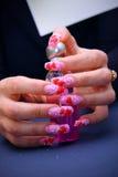 Manicure bonito na mão feminino Fotografia de Stock