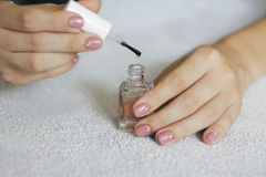 manicure De foto van de schoonheidsbehandeling van aardig manicured fingern vrouw Royalty-vrije Stock Afbeelding