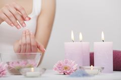 Manicure en Hands Spa De mooie vrouw overhandigt close-up Royalty-vrije Stock Fotografie