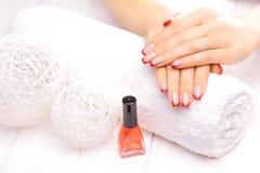 manicure francês vermelho Imagem de Stock Royalty Free