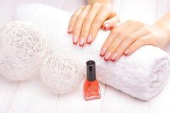 manicure francês vermelho Fotos de Stock Royalty Free