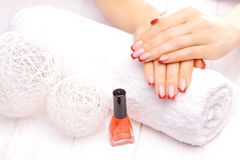 manicure francese rosso Immagine Stock Libera da Diritti