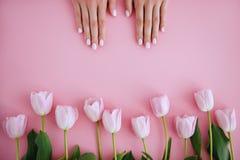 Manicure i kwiat zdjęcie stock