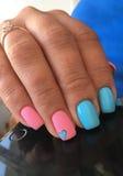 Manicure na delikatnych piórach Zdjęcia Royalty Free
