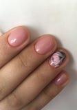 Manicure na delikatnych piórach Obraz Royalty Free