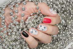 Manicure op gekleurd nagellak royalty-vrije stock afbeeldingen