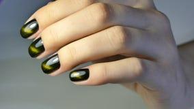 Manicure op hand stock videobeelden