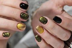 Manicure - piękna traktowania ładni robiący manikiur kobieta paznokcie fotografia Obrazy Stock