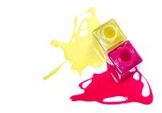 Manicure. Roze en geel nagellak. royalty-vrije stock afbeeldingen
