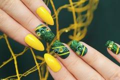 Manicure verde fotografia stock