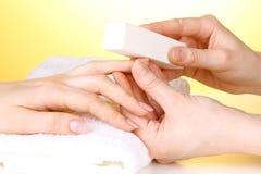 Manicurebehandling i salong Royaltyfria Foton