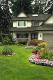 Manicured a casa y jardín foto de archivo libre de regalías