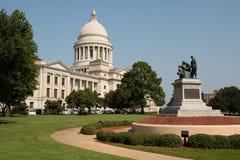 Manicured jordningslandskap Front Lawn Arkansas State Capital fotografering för bildbyråer