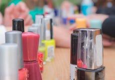 Manicureflessen op de lijst Stock Foto